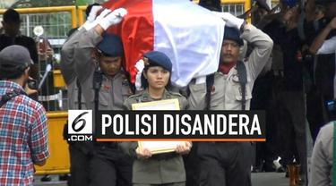 Anggota Polda Papua Briptu Hedar gugur saat disandera kelompok kriminal bersenjata (KKB) di Kabupaten Puncak. Jenazah korban akan diterbangkan ke kampung halamannya di Makassar, Selasa (13/8).