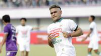 Striker PSS Sleman, Cristian Gonzales, saat melawan Persita Tangerang pada laga Liga 2 di Stadion Benteng Taruna, Tangerang, Jumat (26/10/2018). Kedua tim bermain imbang 1-1. (Bola.com/M Iqbal Ichsan)