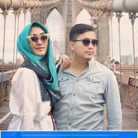 Sebelum Gugatan Cerai, Ini Liburan Mesra Dian Pelangi dan Suami. (Foto: Instagram @tito.haris, Desain: Muhammad Iqbal Nurfajri/Bintang.com)