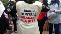 Buruh perempuan demo di depan Istana (Liputan6.com/ Nafiysul Qodar)