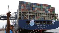 Pelepasan ekspor Indonesia ke Amerika Serikat (AS) menggunakan kapal besar (Direct Call) pembawa kontainer di Pelabuhan Tanjung Priok, Jakarta, Selasa (15/5). Produk yang diekspor adalah barang manufaktur. (Liputan6.com/Angga Yuniar)