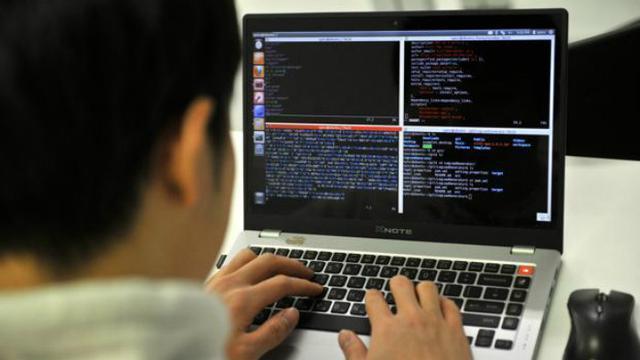 Ilustrasi komputer dan peretasan