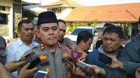 Kapolresta Cirebon Roland Ronaldy mengakui ada penangkapan dua warga oleh Polda Jabar di wilayah hukumnya. Foto (Liputan6.com / Panji Prayitno)