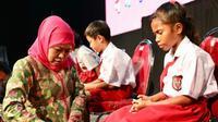 Pesan Gubernur Jatim Khofifah Indar Parawansa saat perayaan Hari Anak Nasional 2020 pada Kamis, (23/7/2020). (Foto: Liputan6.com/Dian Kurniawan)