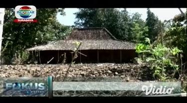 Telaga Sarangan di Kabupaten Magetan, Jawa Timur mengalami penyusutan debit air saat musim kemarau ini. Kondisi tersebut berdampak pada penurunan jumlah pengunjung objek wisata yang terletak di Kecamatan Plaosan, Magetan,