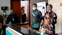 Wali Kota Bandung Oded M. Danial memberikan keterangan pers perihal pengambilan kebijakan Pembatasan Sosial Berskala Besar (PSBB) proporsional di Balai Kota Bandung, Kamis (3/12/2020). (Liputan6.com/Huyogo Simbolon)