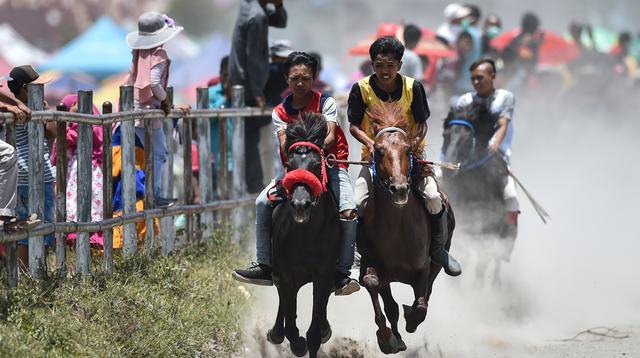 Sejumlah joki muda bersaing pada tradisi lomba pacuan kuda tradisional Gayo di Takengon, provinsi Aceh tengah, Sabtu (31/8/2019). Pacuan Kuda tradisional yang merupakan tradisi masyarakat Tanah Gayo tersebut diselenggarakan dua kali dalam setahun. (CHAIDEER MAHYUDDIN/AFP)
