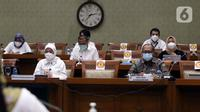 Menteri Ketenagakerjaan Ida Fauziah (kiri) rapat kerja dengan Komisi IX DPR di Kompleks Parlemen, Jakarta, Selasa (9/2/2021). Rapat membahas kesiapan penyelenggaraan program sistem penempatan satu kanal (SPSK) pekerja migran Indonesia (PMI) ke Arab Saudi. (Liputan6.com/Angga Yuniar)