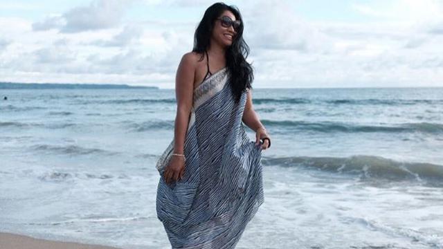 Anggun C Sasmi di Pantai