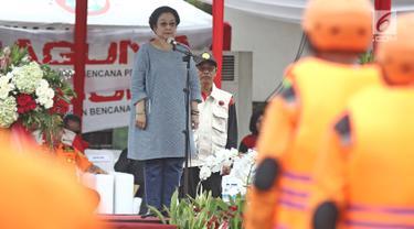 Ketua Umum PDI Perjuangan Megawati Soekarnoputri memberikan sambutan saat menghadiri penutupan pelatihan Badan Penanggulangan Bencana (Baguna) PDI Perjuangan di Bumi Perkemahan Cibubur, Jakarta, Kamis (23/11). (Liputan6.com/Herman Zakharia)