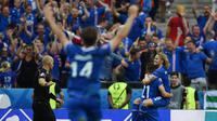 Islandia berhasil mengamankan tiket 16 besar Piala Eropa 2016, usai membungkam Austria dengan skor 2-1 pada laga terakhir Grup F di Stade de France, Paris, Rabu (23/6/2016). (AFP/Franck Fife)