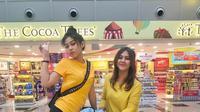 Lihat betapa lucu dan kompaknya Sissy dan Sasha, mereka tampil cantik dengan mengenakan busana warna kuning yang dipadu dengan celana warna hitam. (Foto: instagram.com/sysiio)