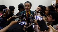 Ketua PB IDI Ilham Oetama Marsis saat dimintai keterangan awak media di kantor IDI, Jakarta, Senin (9/4). Sebelumnya, Majelis Kehormatan Etik Kedokteran (MKEK) PB IDI memberi sanksi ke dokter Terawan. (Liputan6.com/JohanTallo)