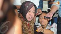 Risma menemui Priyo terkait permasalahan yang dialami dalam hal pemerintahan Wali Kota Surabaya (Liputan6.com/Herman Zakharia)
