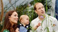 Bersama kedua orangtua nya, Prince George lakukan sesi foto untuk ulang tahunnya hari ini.