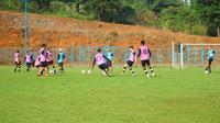 Suasana latihan tim Persikabo. (Nandang Permana/Bola.com)