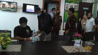 Tim Tabur Kejati Sulsel akhirnya berhasil menangkap buron kasus tipikor pengadaan kapal penangkap ikan 30 GT di Kabupaten Bulukumba, Arifuddin (Liputan6.com/ Eka Hakim)