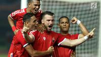 Pemain Persija merayakan gol yang dicetak Marko Simic saat laga persahabatan melawan Selangor FA di Stadion Patriot Candrabhaga, Bekasi, Kamis (6/9). Persija kalah 1-2. (Liputan6.com/Helmi Fithriansyah)