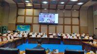 Komisi VII DPR RI menggelar rapat dengar pendapat (RDP) dengan Kepala Badan Pengatur Hilir Minyak dan Gas Bumi (BPH Migas) M. Fanshurullah Asa.