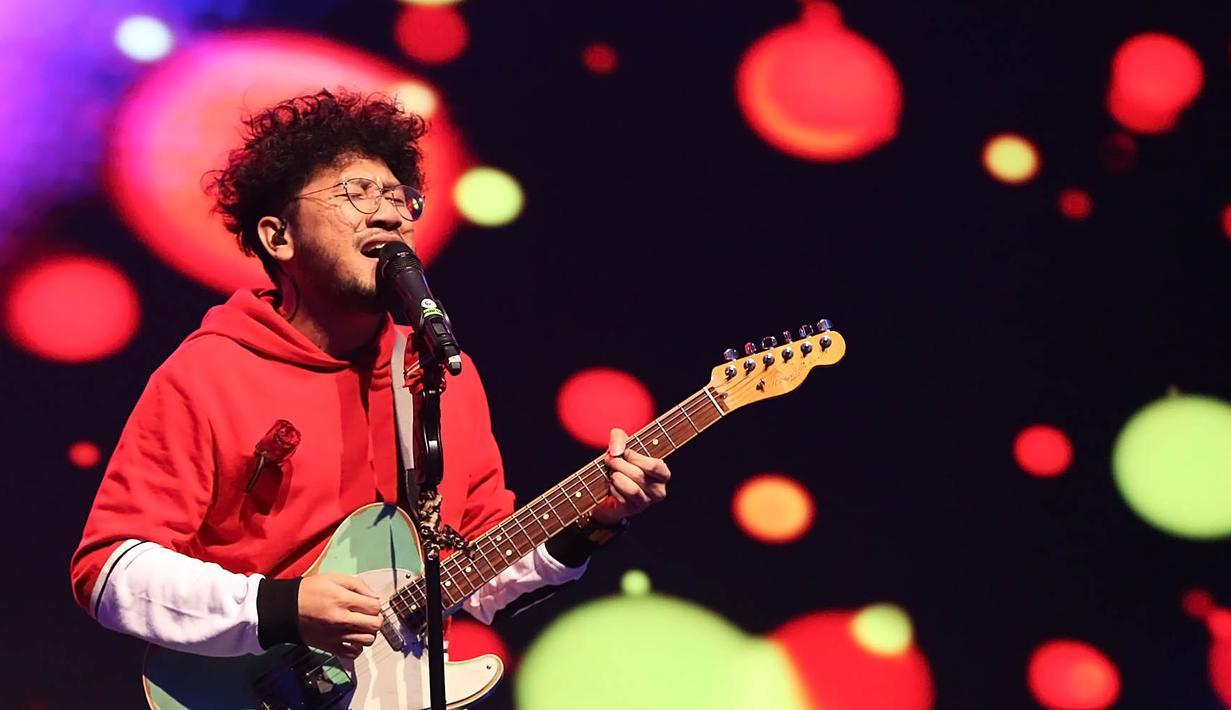 Kunto Aji menjadi salah satu penyanyi jebolan ajang pencarian bakat yang sukses mendominasi daftar nominasi AMI Awards 2019