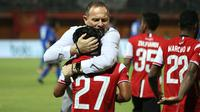 Andik Vermansah bersama pelatih Madura United, Dejan Antonic. (Bola.com/Aditya Wany)