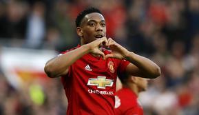 Penyerang Manchester United, Anthony Martial, melakukan selebrasi usai membobol gawang Watford pada laga Premier League di Stadion Old Trafford, Sabtu (30/3). Manchester United menang 2-1 atas Watford. (AP/Martin Rickett)