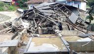 Jembatan Antarkecamatan di Puncak Bogor Ambruk Diterjang Banjir (FOTO: Liputan6/Achmad Sudarno)