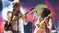 Menjelang 1 dekade pernikahan dan juga 15 tahun berkarya, pasangan suami istri ini kembali menyapa telinga para pecinta musik Indonesia dengan album barunya yang berjudul Regenerate. Album ini akan rilis pada esok hari (25/07/2019) (Liputan6.com/IG/endahnrhesa)