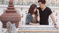 Sonya dan James memiliki hobi yang sama yakni traveling. Keduanya sudah traveling ke beberapa negara seperti mengunjungi Thailand. Di Thailand, keduanya tampak mesra saat berada di Wat Arun. (Liputan6.com/IG/@sonyapan)