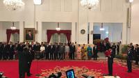 Jokowi melantik Syafruddin sebagai MenPAN-RB (Liputan6.com/Hanz Jimenez)