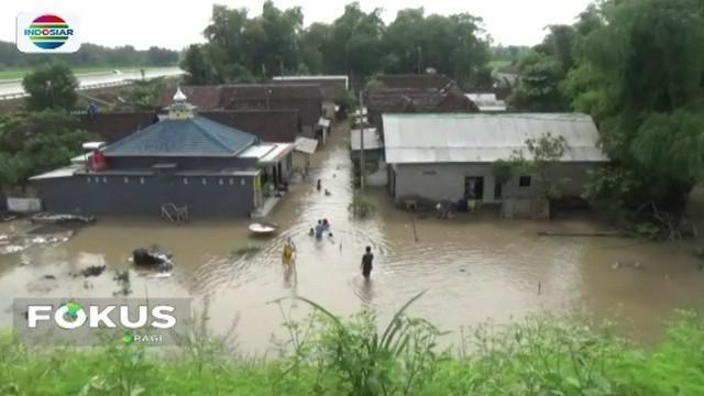 Banjir yang melanda wilayah Pasuruan, Jawa Timur, kian meluas. Jika sebelumnya hanya dua kecamatan yang terendam banjir, kini sudah mencapai lima kecamatan.
