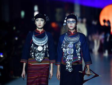 FOTO: Peragaan Busana Pakaian Tradisional Etnis Li