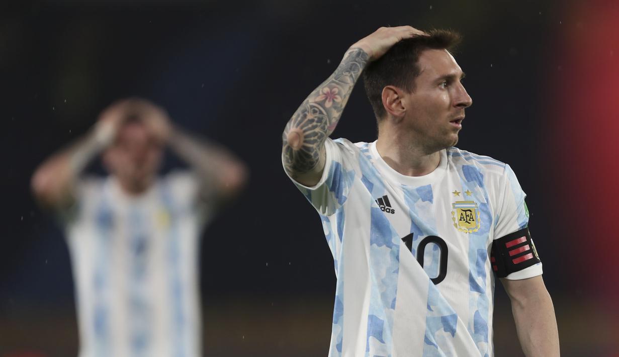 Skuat messi cs gagal memenangkan pertandingan melawan Kolombia. Hasil imbang tersebut, menempatkan Argentina pada urutan ke dua klasemen sementara Kualifikasi Piala Dunia 2020 zona CONMEBOL dengan torehan 12 poin. (Foto: AP/Fernando Vergara)