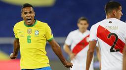 Empat gol Brasil masing-masing dicetak oleh Alex Sandro (12), Neymar (68), Everton Ribiero (89) dan Richarlison (93). (AP/Silvia Izquierdo)