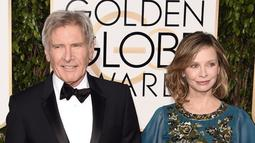 Harrison Ford dan Calista Flockhart miliki beda usai 22 tahun. Menikah pada tahun 2010, keduanya miliki satu anak adopsi. (Jason Merritt/Getty Images/thisisinsider.com)