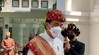 Presiden Joko Widodo tiba menghadiri peringatan HUT ke-76 RI di Istana Merdeka, Selasa (17/8/2021). Presiden Jokowi mengenakan pakaian adat Lampung, sementara Ibu Negara mengenakan busana nasional dengan kain songket. (Foto: Laily Rachev-Biro Pers Sekretariat Presiden)