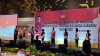 Bupati Cirebon Imron saat mengikuti acara Graduasi KPM dan Rekonsiliasi Nasional Bansos Program PKH. Foto (Liputan6,com / Panji Prayitno)