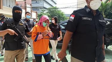 Polda Jatim menangkap 4 tersangka sabu 6 Kg asal Malasia. (Dian Kurniawan/Liputan6.com)