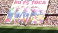 "Bentuk reaksi fans memperingatkan FIFA agar tidak menganggu La Masia; ""Pabrik"" penghasil pemain bintang Barcelona. (Foto: 101greatgoals)"