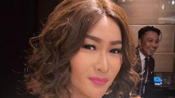 Inul Daratista memiliki bisnis Karaoke dan Kosmetik. Wanita yang sudah berumur 40an ini makin awet muda dengan gaya rambut pendeknya. (Liputan.com/IG/@Inul.d)