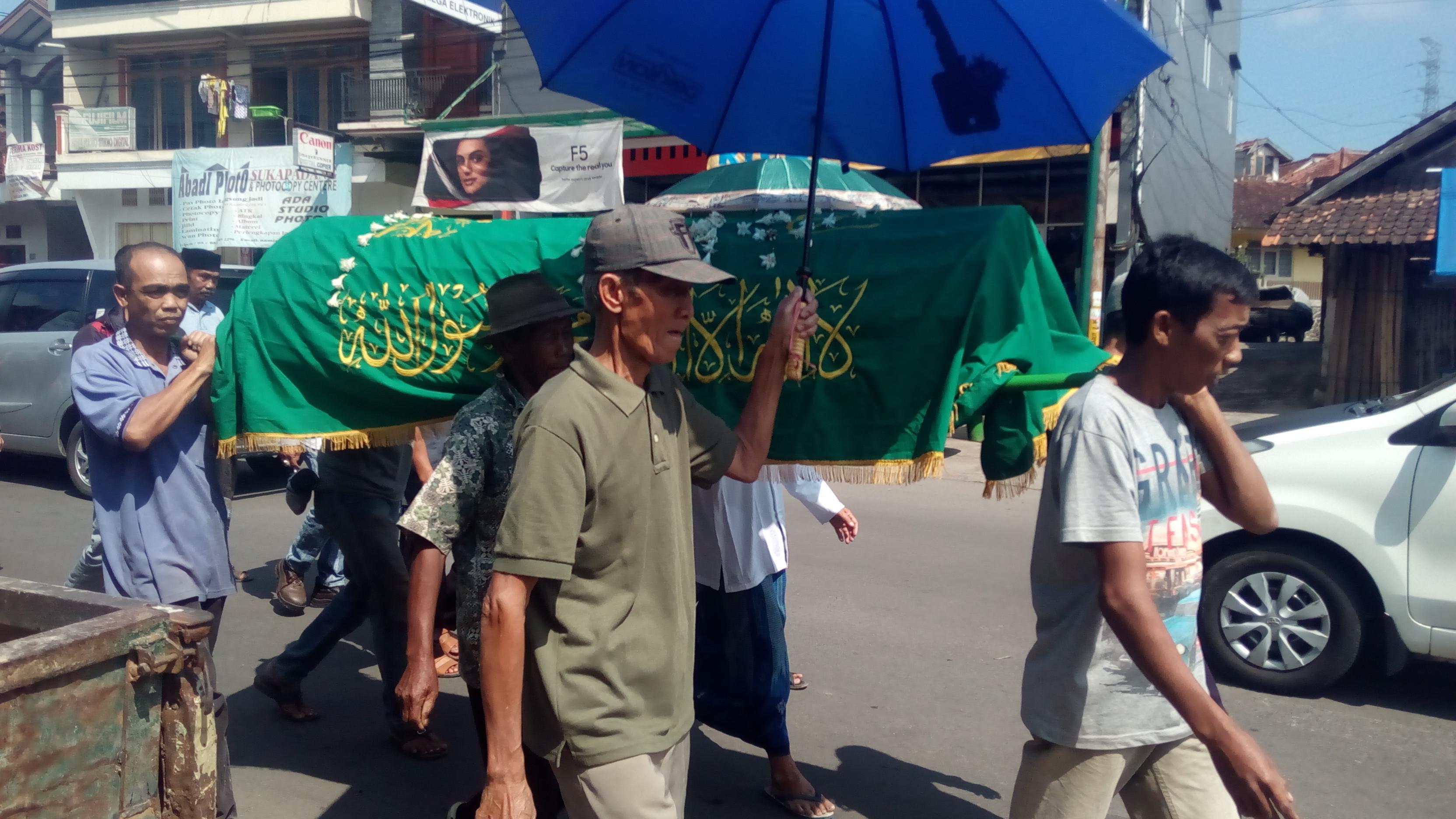 Seorang warga Garut meninggal dunia saat antre mencoblos (Liputan6.com/Jayadi Supriadin)