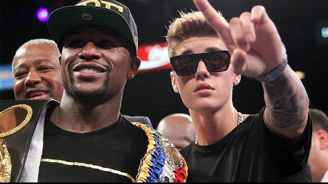 Pertandingan akbar antara Floyd Mayweather melawan Manny Pacquaio menarik perhatian seleb papan atas Holywood. Justin Bieber, 50 Cent, Jamie Foxx, Mark Walhberg hingga Bradley Cooper  terlihat hadir di MGM Grand, Las Vegas, Amerika Serikat.