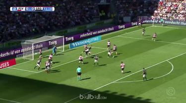 Penjaga gawang PSV Eindhoven Jeroen Zoet tampil brilian dengan membuat beberapa penyelamatan saat laga imbang 0-0 melawan Groninge...