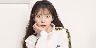 IU merupakan salah satu artis papan atas Korea Selatan. Wanita kelahiran 16 Mei 1993 ini memulai kariernya di dunia hiburan Korea Selatan sejak 2008. (Foto: soompi.com)