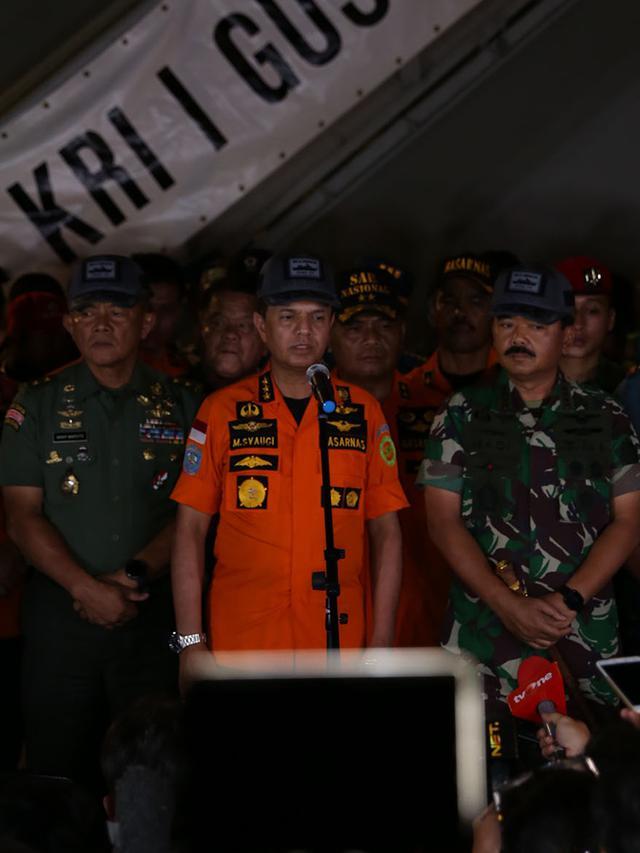 Kabasarnas & Panglima TNI Beri Keterangan Perkembangan Pencarian Lion Air JT 61