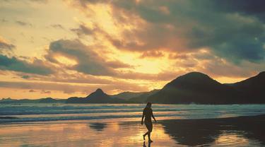 Pantai Selong Belanak, Lombok, Nusa Tenggara Barat. (Flickr/brongaeh)