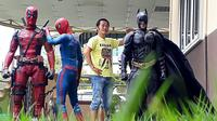 Foto bareng superhero (foto: instagram/@wirehon)
