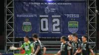Papan skor pertandingan dalam laga pekan ke-7 BRI Liga 1 2021/2022 antara Bhayangkara FC melawan Persib Bandung di Stadion Moch Soebroto, Magelang, Sabtu (16/10/2021). (Bola.com/Bagaskara Lazuardi)