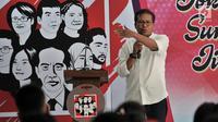 Pembina relawan Jokowimotion, Fadjroel Rachman memberikan sambutan saat acara deklarasi dukung Jokowi-Ma'ruf Amin di Jakarta, Minggu (28/10). (Merdeka.com/Iqbal S. Nugroho)