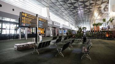FOTO: Layanan Transportasi Dibuka, Bandara Soetta Terpantau Belum Normal